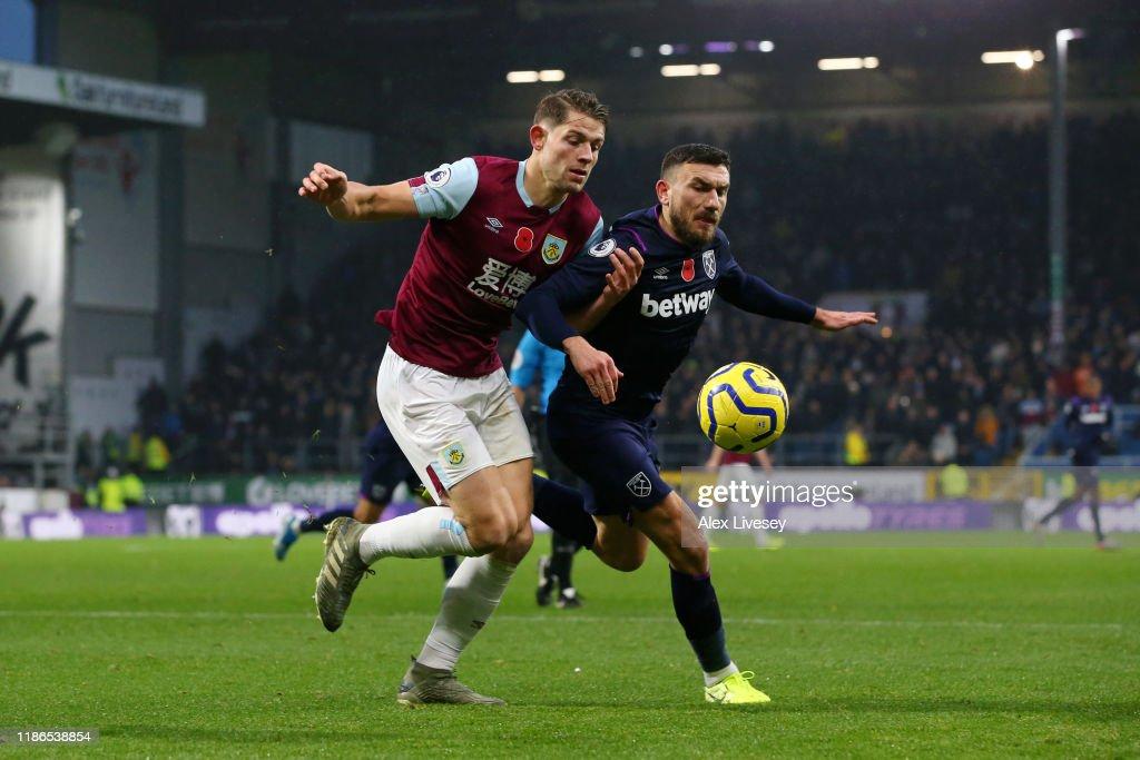Burnley FC v West Ham United - Premier League : News Photo