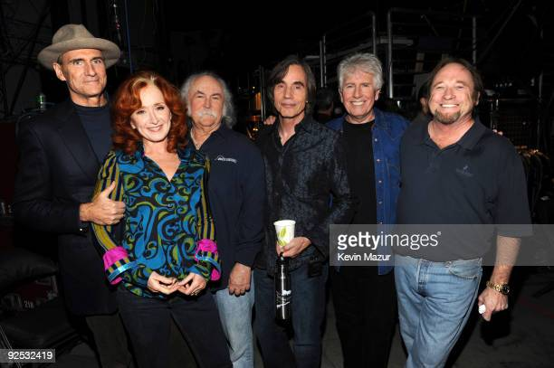 *EXCLUSIVE* James Taylor Bonnie Raitt Jackson Browne and Crosby Stills and Nash attends the 25th Anniversary Rock Roll Hall of Fame Concert at...