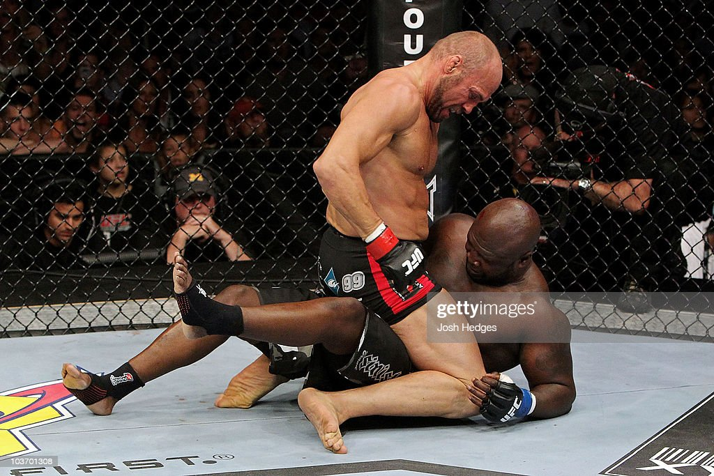 UFC 118: Toney v Couture : News Photo