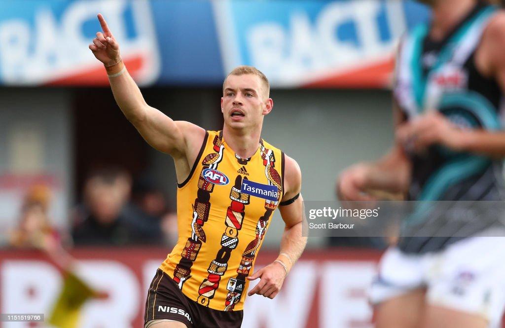 AFL Rd 10 - Hawthorn v Port Adelaide : News Photo