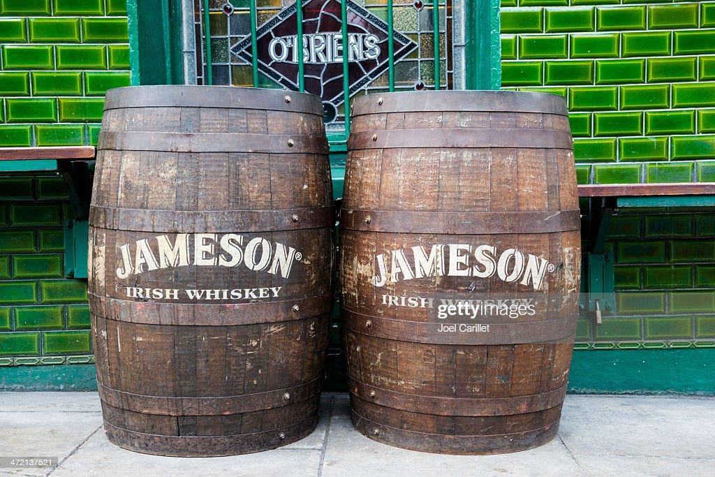 [Arma Hobby] Hurricane MkI irlandais - Page 3 Jameson-irish-whiskey-barrels-outside-pub-in-dublin-picture-id472137521