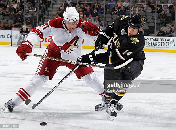 Jamie Benn of the Dallas Stars tries to keep the puck away from Martin Hanzal of the Phoenix Coyotes on November 5, 2010 at the American Airlines...
