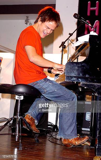 Jamie Cullum during Jamie Cullum InStore Performance November 9 2004 at HMV in London Great Britain