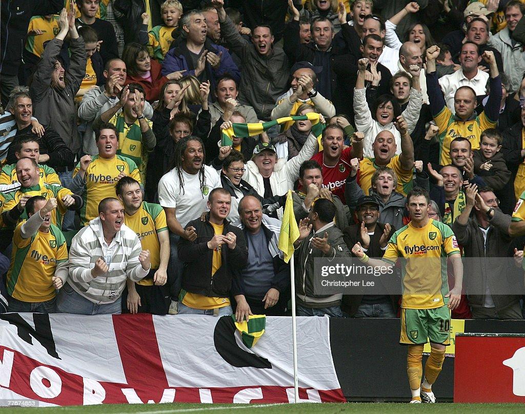 Norwich City v Ipswich Town : News Photo