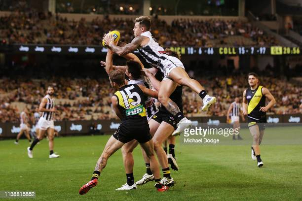 Jamie Elliott of the Magpies marks the ball during the AFL Round match between Richmond v Collingwood at Melbourne Cricket Ground on March 28 2019 in...