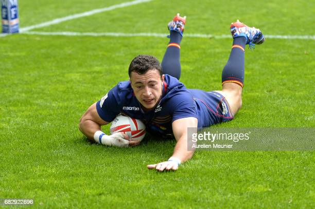 Jamie Farndale of Scotland scores a try during the HSBC Paris sevens match between Scotland and Fiji on May 14 2017 in Paris France