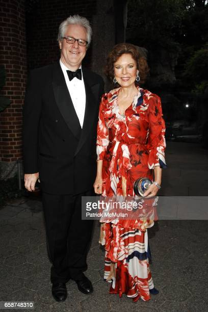 Jamie Figg and Margo Langenberg attend the Wildlife Conservation Society's Central Park Zoo '09 Gala at the Central Park Zoo on June 10 2009 in New...