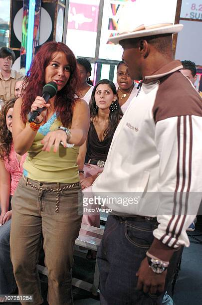 Jamie Foxx and Fan during Tom Cruise Jamie Foxx and Jada Pinkett Smith Visit MTV's TRL August 5 2004 at MTV Studios Times Square in New York City New...