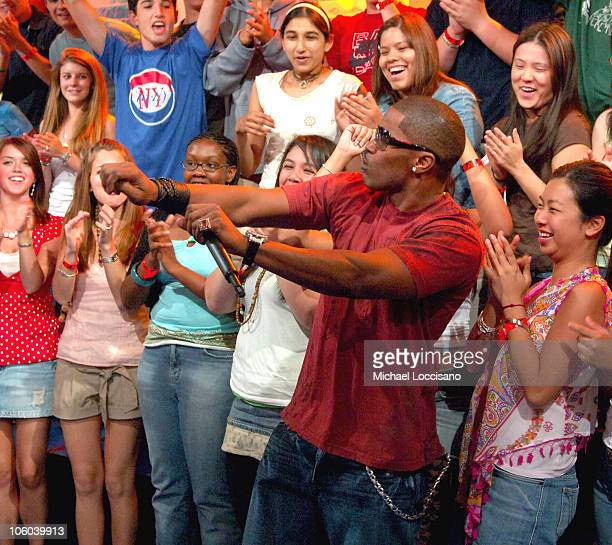 Jamie Foxx during Jamie Foxx and Colin Farrell Visit MTV's TRL July 24 2006 at MTV Studios Times Square in New York City New York United States