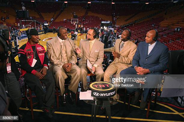 Jamie Foxx Magic Johnson Ernie Johnson Kenny Smith and Charles Barkley broadcast from the TNT booth following the Detroit Pistons against the Miami...