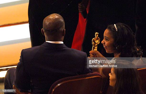 Jamie Foxx winner Best Actor in a Leading Role for Ray with daughter Corinne Foxx and Halle Berry