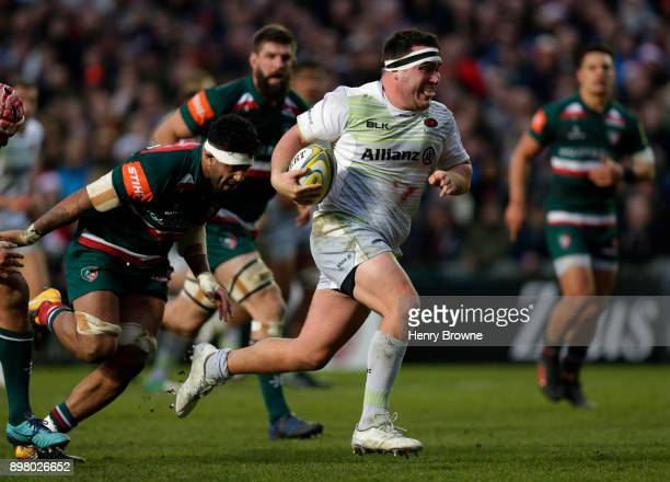 Jamie George of Saracens runs in to score their second try during the Aviva Premiership match between Leicester Tigers and Saracens at Welford Road...