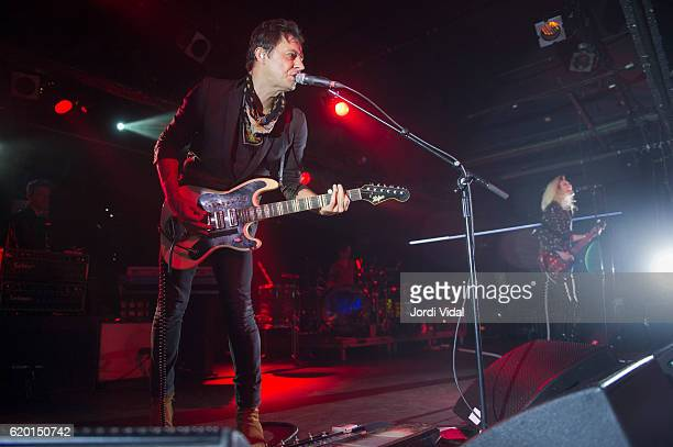 Jamie HInce and Alison Mosshart of The Kills perform on stage at Razzmatazz on November 1 2016 in Barcelona Spain