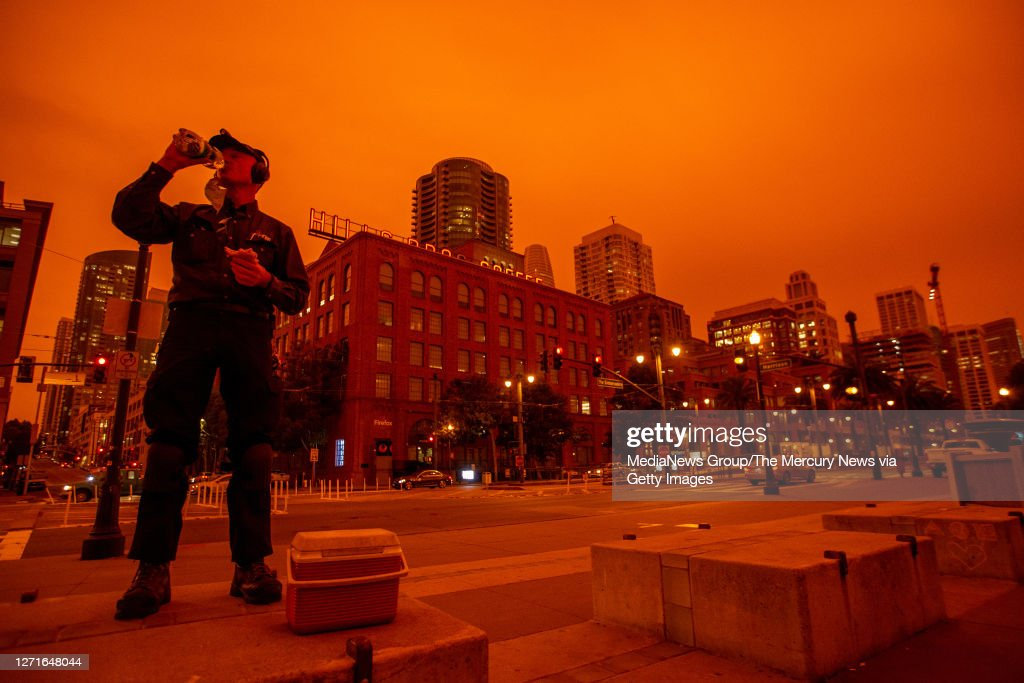 Red-Orange Skies from the Northern California Wildfires Blanket San Francisco Bay Area : News Photo