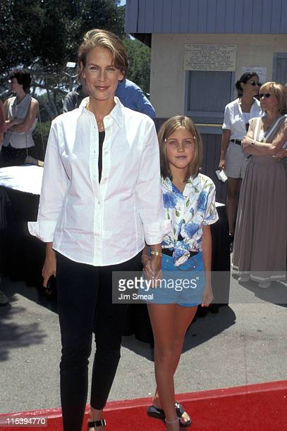 Jamie Lee Curtis and daughter Annie Guest during Premiere of 'House Arrest' at Veteran Wadsworth Theater in Westwood California United States
