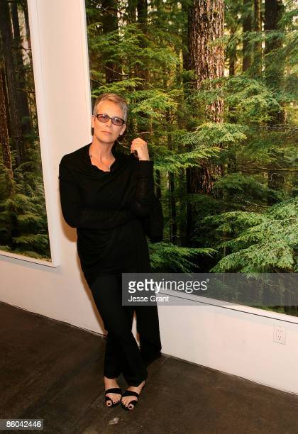 SANTA MONICA CA APRIL 04 Jamie Lee Curtis attends Alexandra Hedison's ITHAKA opening at Month Of Photography LA at Frank Pictures Gallery on April 4...