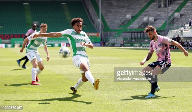 Jamie Leweling of Greuther Fürth tries to block a cross from Tim Leibold of Hamburg before Hamburg scores their first goal during the Second...