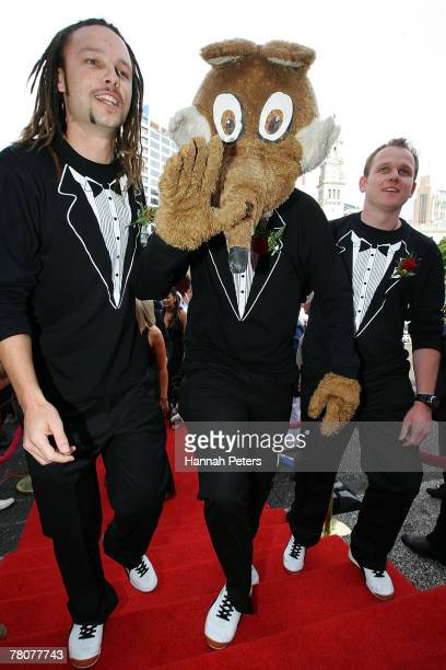 Jamie Linehan Mascot and Ben Boyce from Pulp Sport on TV3 attend the Qantas New Zealand Television Awards at the Aotea Centre on November 24 2007 in...