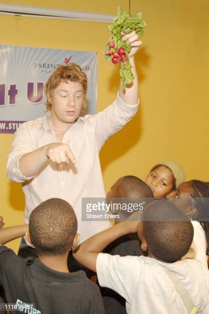 Jamie Oliver and secondgraders from Harlem Elementary School