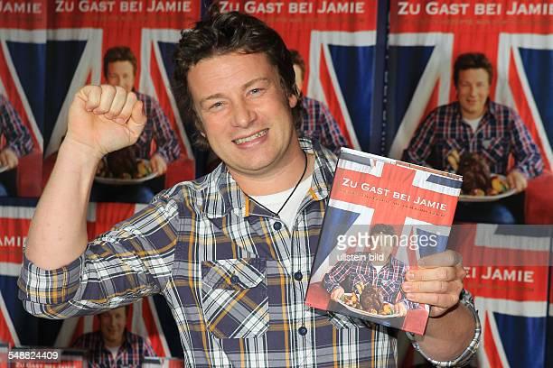 Jamie Oliver der britische Starkoch bei der Praesentation seines neuen Buches Zu Gast bei Jamie in Tim Maelzers Bullerei in Hamburg am