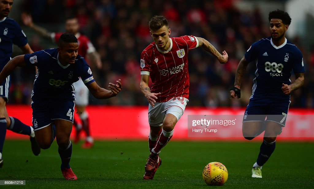 Jamie Paterson of Bristol City looks to break past Michael Mancienne(L) and Liam Bridcutt of Nottingham Forest(R) during the Sky Bet Championship match between Bristol City and Nottingham Forest at Ashton Gate on December 16, 2017 in Bristol, England.