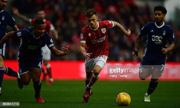 Jamie Paterson of Bristol City looks to break past Michael Mancienne and Liam Bridcutt of Nottingham Forest during the Sky Bet Championship match...
