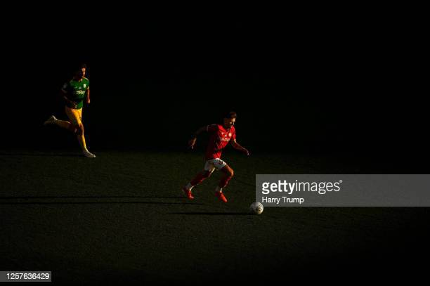 Jamie Paterson of Bristol City runs with the ball during the Sky Bet Championship match between Bristol City and Preston North End at Ashton Gate on...