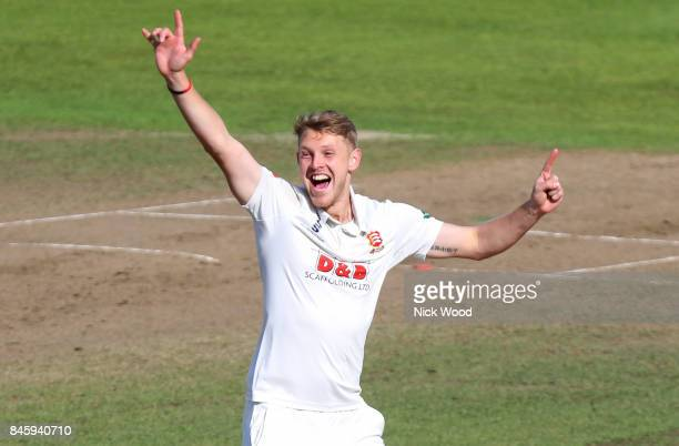 Jamie Porter of Essex appeals for the wicket of Sam Hain during the Warwickshire v Essex Specsavers County Championship Division One cricket match at...