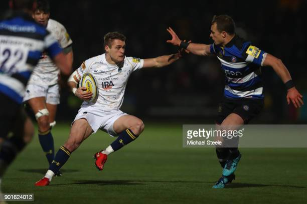 Jamie Shillcock of Worcester sidesteps the challenge of Jack Wison of Bath during the Aviva Premiership match between Worcester Warriors and Bath...
