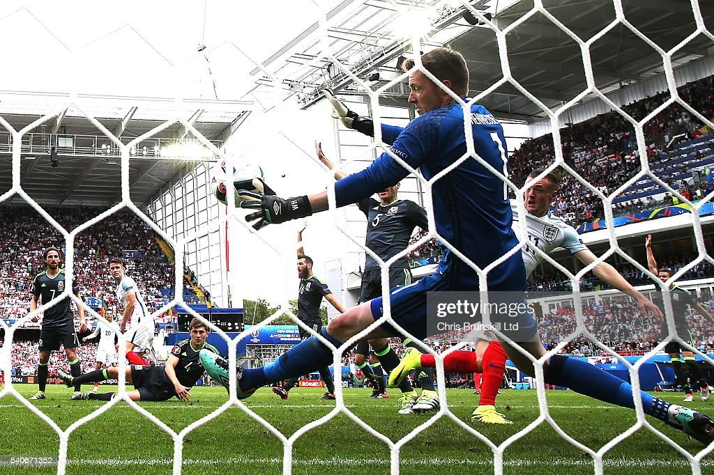 Jamie Vardy of England scores his side's first goal during the UEFA Euro 2016 Group B match between England and Wales at Stade Bollaert-Delelis on June 16, 2016 in Lens, France.