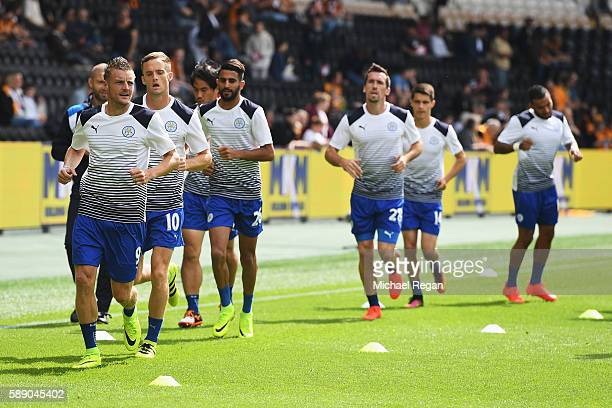 Jamie Vardy of Leicester City and team mates warm up prior to kick off during the Premier League match between Hull City and Leicester City at KCOM...