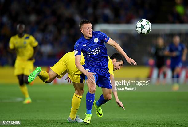 Jamie Vardy of Leicester City breaks clear during the UEFA Champions League Group G match between Leicester City FC and FC Porto at The King Power...