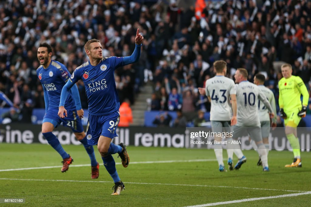 Jamie Vardy of Leicester City celebrates after scoring a goal to make it 1-0 during the Premier League match between Leicester City and Everton at The King Power Stadium on October 29, 2017 in Leicester, England.