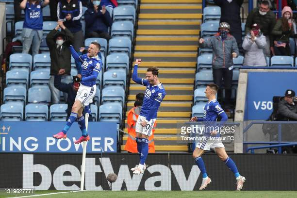 Jamie Vardy of Leicester City celebrates after scoring his team's first goal during the Premier League match between Leicester City and Tottenham...