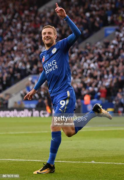 Jamie Vardy of Leicester City celebrates as he scores their first goal during the Premier League match between Leicester City and Everton at The King...