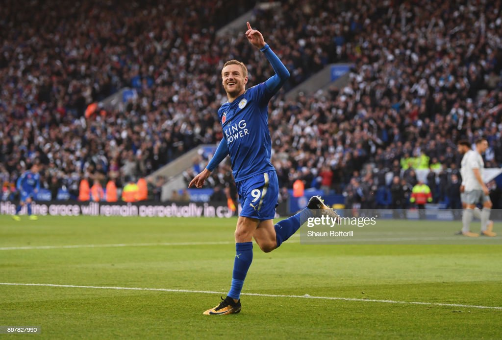 Jamie Vardy of Leicester City celebrates as he scores their first goal during the Premier League match between Leicester City and Everton at The King Power Stadium on October 29, 2017 in Leicester, England.