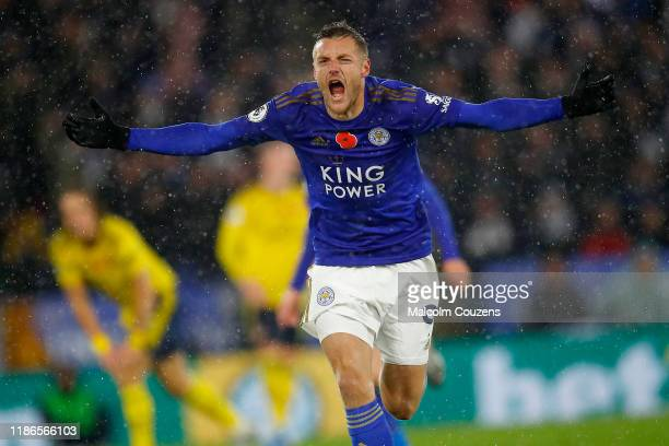 Jamie Vardy of Leicester City celebrates scoring a goal during the Premier League match between Leicester City and Arsenal FC at The King Power...