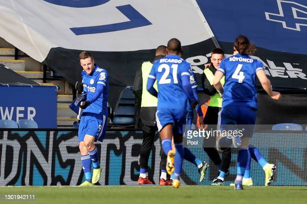 Jamie Vardy of Leicester City celebrates with teammates after scoring his team's second goal during the Premier League match between Leicester City...