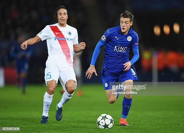 Jamie Vardy of Leicester City chases down the ball during the UEFA Champions League Group G match between Leicester City FC and Club Brugge KV at The...