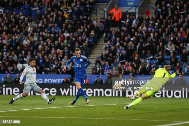 Jamie Vardy of Leicester City scores a goal to make it 10 during the Premier League match between Leicester City and Everton at The King Power...