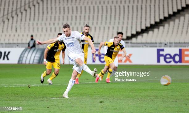 Jamie Vardy of Leicester City scores from the penalty spot to make it 01 during the UEFA Europa League Group G stage match between AEK Athens and...