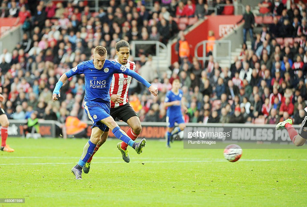 Jamie Vardy of Leicester City scores his second goal to make it 2-2 during the Premier League match between Southampton and Leicester City at St. Mary's on October 17, 2015 in Southampton , United Kingdom.