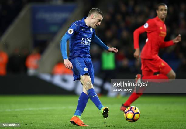 Jamie Vardy of Leicester City scores his sides first goal during the Premier League match between Leicester City and Liverpool at The King Power...
