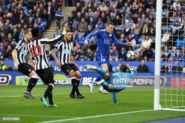 Jamie Vardy of Leicester City scores his sides first goal during the Premier League match between Leicester City and Newcastle United at The King...