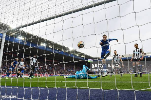 Jamie Vardy of Leicester City scores his side's first goal during the Premier League match between Leicester City and Newcastle United at The King...