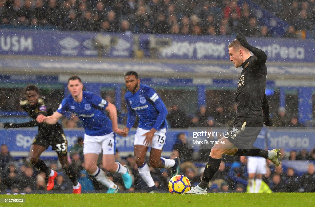 Jamie Vardy of Leicester City scores his sides first goal from the penalty spot during the Premier League match between Everton and Leicester City at Goodison Park on January 31, 2018 in Liverpool, England.