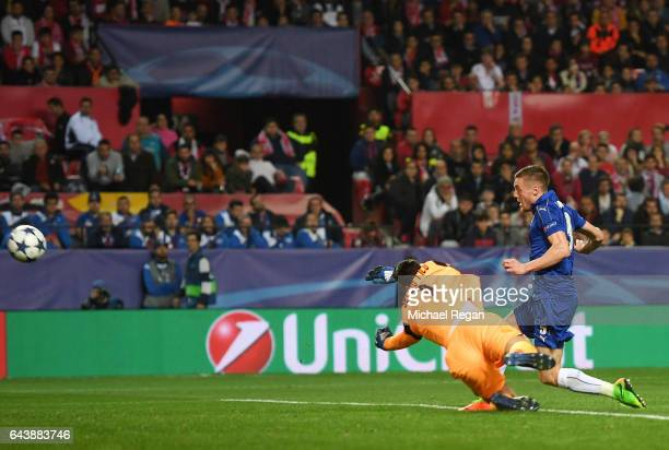 Jamie Vardy of Leicester City scores his side's first goal past Sergio Rico of Sevilla during the UEFA Champions League Round of 16 first leg match...