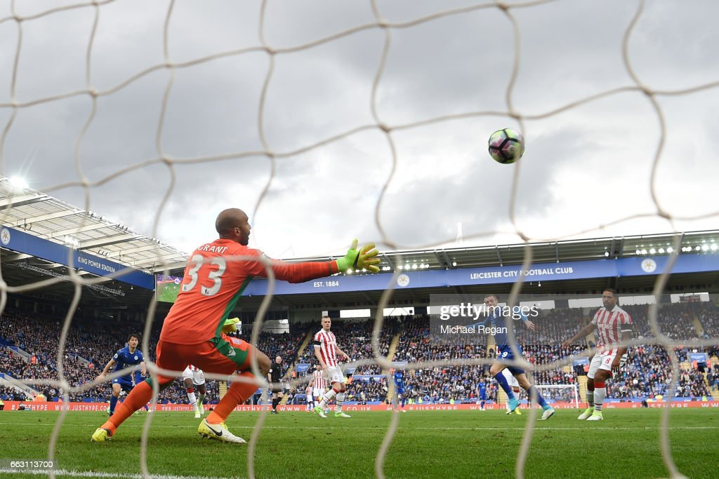 Jamie Vardy of Leicester City scores his sides second goal during the Premier League match between Leicester City and Stoke City at The King Power Stadium on April 1, 2017 in Leicester, England.