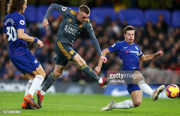 Jamie Vardy of Leicester City scores his team's first goal during the Premier League match between Chelsea FC and Leicester City at Stamford Bridge...