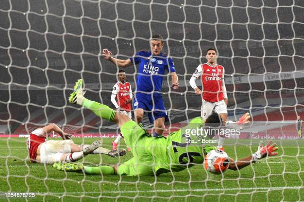 Jamie Vardy of Leicester City scores his team's first goal past Emiliano Martinez of Arsenal during the Premier League match between Arsenal FC and...